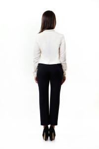 брюки и белая блузка